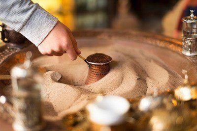 Arabische koffie maken